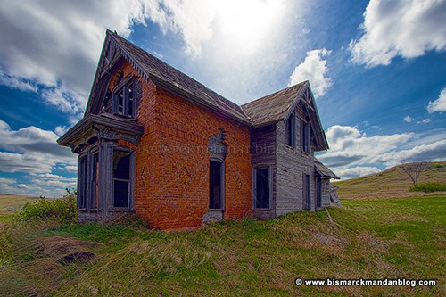 gray_house_34000_HDR